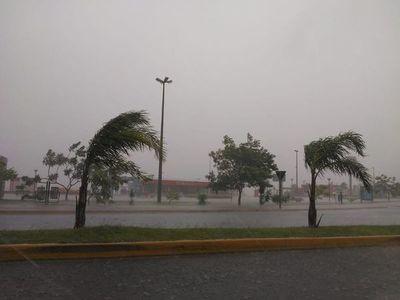 Intensa lluvia y tormenta en Encarnación