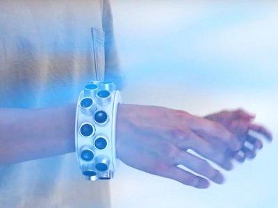 Brazalete del silencio: La pulsera que mantiene los secretos a salvo