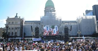 Familiares de Fernando Sosa se manifiestan frente al Congreso argentino a un mes de su muerte