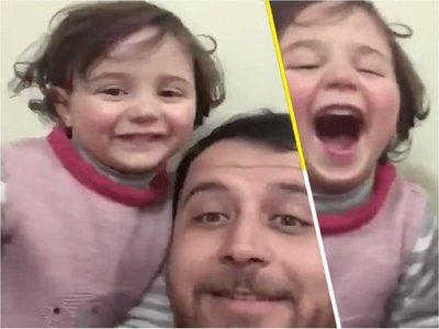 Al estilo La Vida es Bella: Padre hace reír a su hija durante guerra en Siria