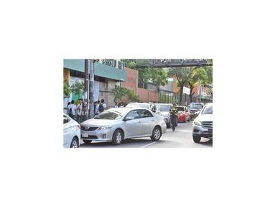 Multan por más de un millón por estacionar en doble fila