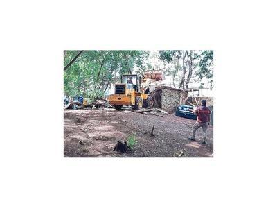 Desalojos y destrucciones en CDE y en Ybyrarobaná