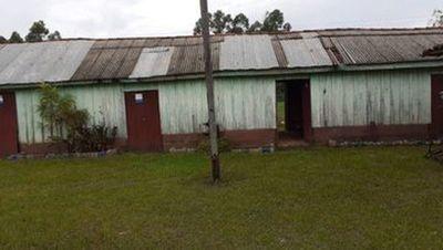 Gallinas y lechón como premios: Organizan torneo para reparar escuela en Caazapá