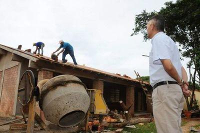 Gobernador verificó avance de obras y entregó mobiliarios