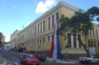 Jueza ordena matricular a activista estudiantil del CNAE