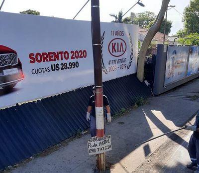 Continúan trabajos de retiro de cartelería irregular en Asunción