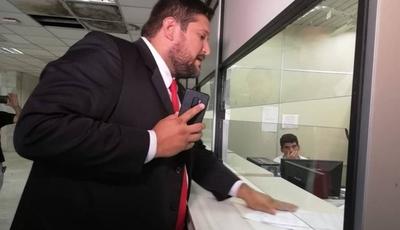 """HOY / Defensa de Cuevas presenta hábeas corpus buscando """"frenar"""" orden de prisión"""
