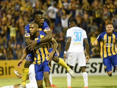 Luqueño sella la clasificación a segunda fase de la Copa Sudamericana