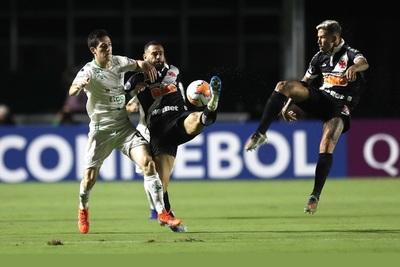 Vasco sella en Bolivia su pase a la siguiente ronda