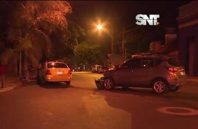 Un taxista herido dejó accidente sobre la Av. Colón