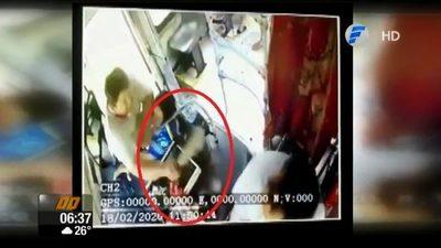 Con machete, conductor ataca a chofer de bus