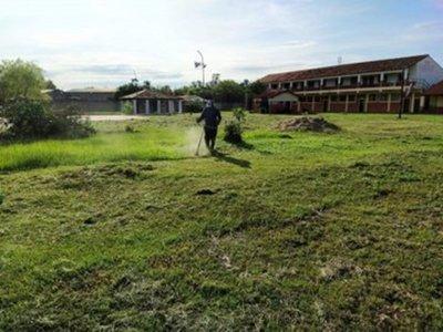 Trabajos desarrollados por el personal de Servicios Generales, en diferentes puntos de la ciudad de Pilar