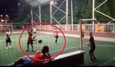 Fue al sintético a ver fútbol y sufrió un tremendo pelotazo