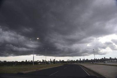 Alertan por lluvias y tormentas para la Región Oriental y el Chaco