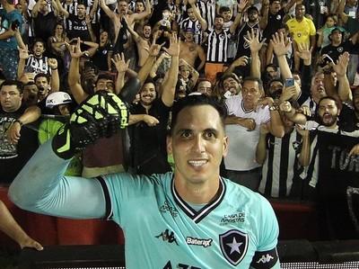 Gatito Fernández agiganta su figura en Botafogo