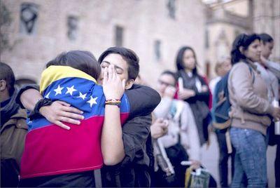 Más dólares y menos protestas en Venezuela