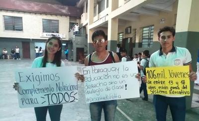 HOY / #DesastreKoPetta: alumnos exigen mejoras en primer día de clases