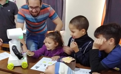 HOY / Kachibot, el invento de universitarios para facilitar enseñanza del guaraní a los niños