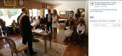 Utilizan redes oficiales de la Comuna para difundir fotos de la boda de la directora de Cultura