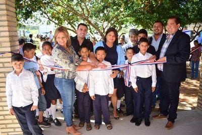 Inauguran aulas y pabellones en el departamento de Concepción