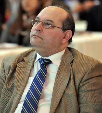 Exministro sostiene que mientras deuda de Paraguay sea menos del 30%, el país tendrá una economía favorable
