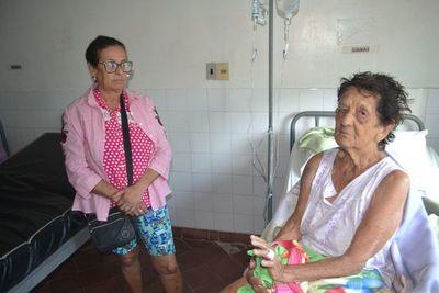 Una hija salva a su madre anciana de brutal ataque y Fuerte Olimpo se conmociona