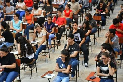 Este domingo vence plazo para postular a becas Itaipu-Becal