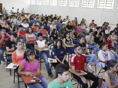 Más de 4.000 jóvenes ya postularon a becas de Itaipú