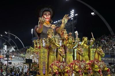 Brasil: Con mucho color, baile y música comenzó su primer día de Carnaval