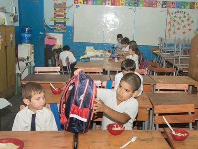 Varios grados están en una misma sala por falta de aula