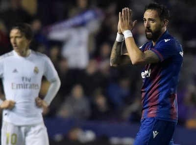 Real Madrid pierde con Levante y cede el liderato al Barcelona