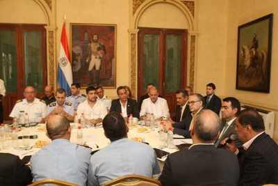 El Gobernador de Central se reunió con el Comité de Emergencia Nacional