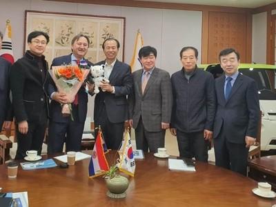 Fabricantes coreanos de vehículos eléctricos visitarán Paraguay en abril próximo