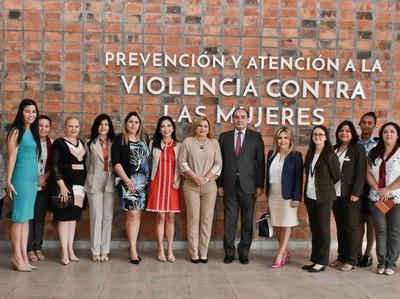 Visitan el Centro Ciudad Mujer para brindar apoyo y visibilizar su labor institucional