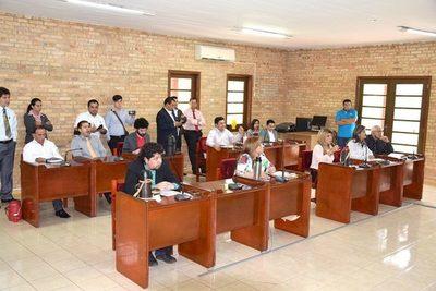 Concejales esteños emplazan a Prieto