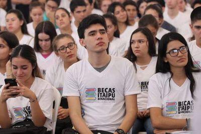 A las 23:59 vence plazo para postulantes a becas de Itaipú