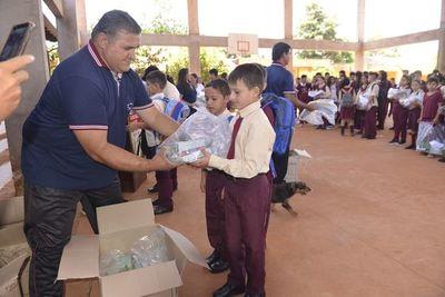 Kits escolares llegan a más de 173.000 alumnos en Alto Paraná