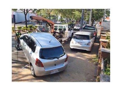 Superclásico: PMT retira vehículos de hinchas de las veredas