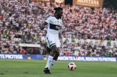 Adebayor debuta en el superclásico