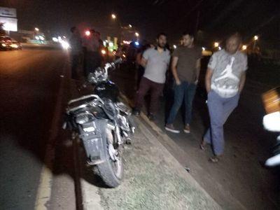Motociclista fallece tras caída sobre Acceso Sur
