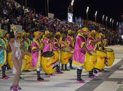 Recta final del carnaval encarnaceno