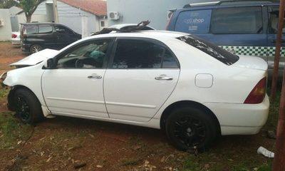 Borracha embiste vehículo contra columna