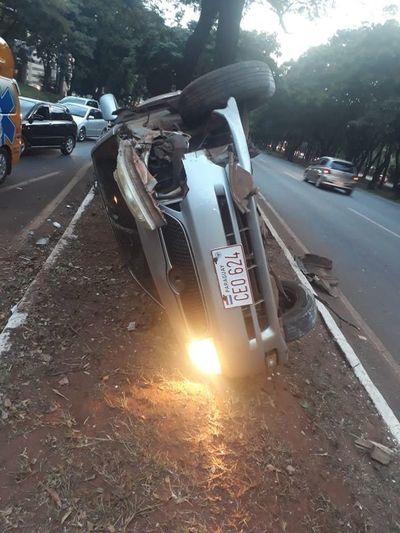 Ruta PY02: Derribó una columna, volcó y huyó