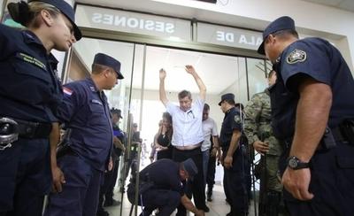 HOY / Incidentes en Junta Municipal de Pedro Juan Caballero tras intento de levantar sesión