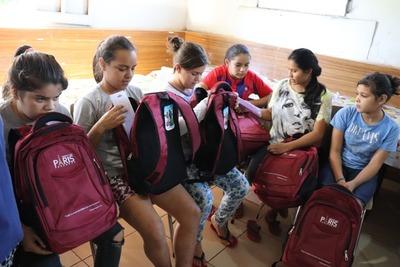 En apoyo a la educación Shopping Paris distribuye más de 7.500 útiles escolares