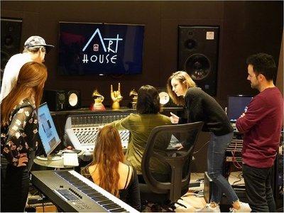Abbey Road abre su primer instituto en EEUU junto a un productor latino
