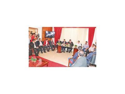 Instalan mesa de diálogo y siguen sin dar nombres de candidatos