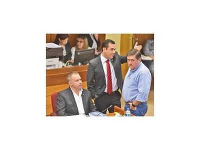 Llano dice que división no les afecta  y refuerzan denuncia contra Efraín