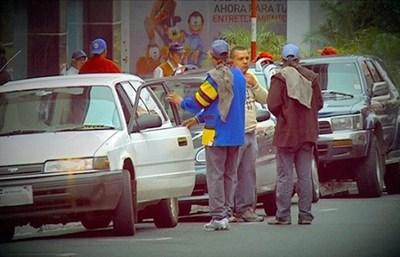 """Presidente de cuidacoches: """"Nos quieren sacar de las calles sin darnos un trabajo digno"""""""