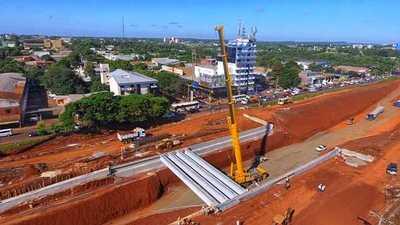 Multiviaducto de CDE: finaliza montaje de vigas del puente oeste